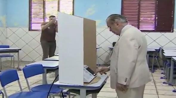 José Sarney votou mesmo em Aécio Neves?