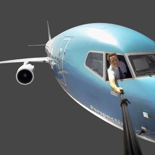 A primeira coisa a fazer é retirar todo o cenário em volta da aeronave!
