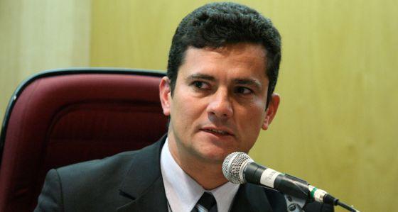 Juiz Sérgio Moro estaria recebendo salário de professor sem precisar da aulas! Será? (foto: Reprodução/Facebook)
