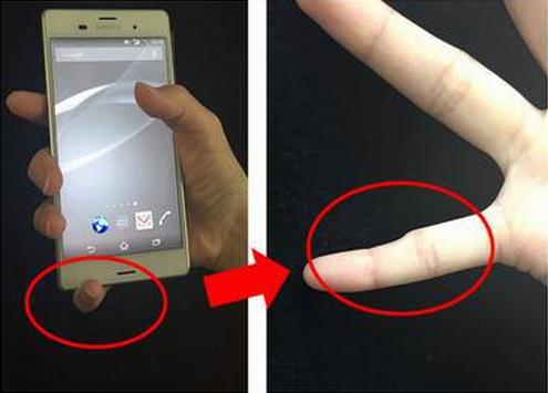 O uso inadequado do smartphone pode causar deformação no dedinho! Será verdade? (foto: Reprodução/Twitter)