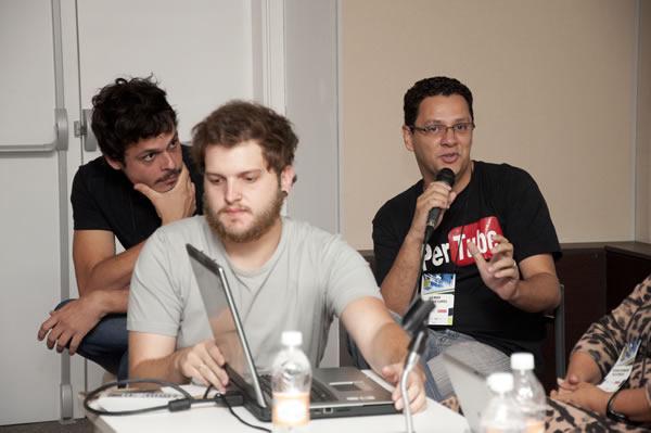 Gilmar Lopes explicando o processo de apuração das noticias no E-farsas!