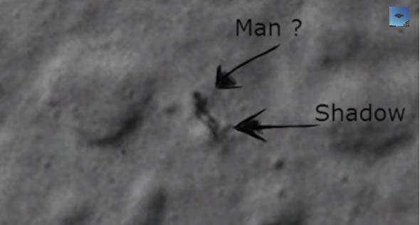 A verdade sobre a criatura humanoide caminhando na Lua!