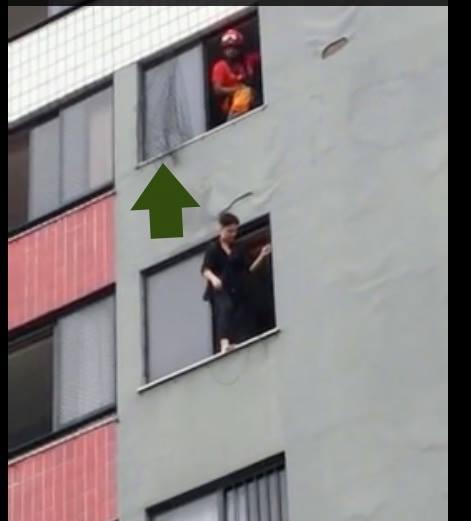 Vulto era, na verdade, a tela de proteção do andar de cima!