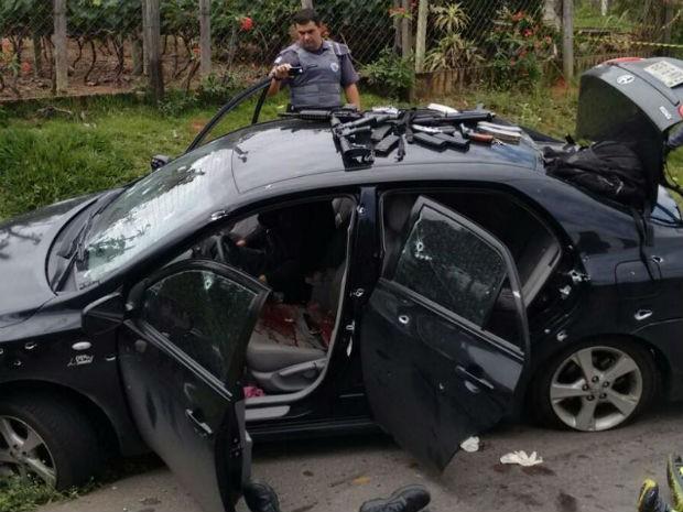 Veículo utilizado na fuga ficou danificado! (foto: Divulgação/Polícia Militar)