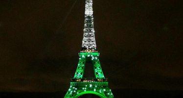 A Torre Eiffel teria sido iluminada com as cores da bandeira do Brasil em homenagem aos mortos da Chapecoense! Será verdade?
