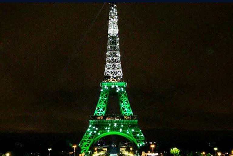 Paris iluminou a Torre Eiffel de verde e branco para o Chapecoense?