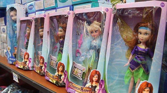 Bonecas são fabricadas na China e vendidas na Argentina! Nada de transexual ali! (foto: reprodução/Facebook)