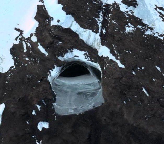 Abertura revela entrada para um gigantesco túnel que seria uma base nazista!