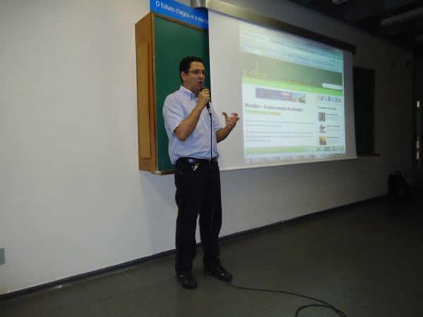 Gilmar Lopes na palestra sobre hoax na UNICID!