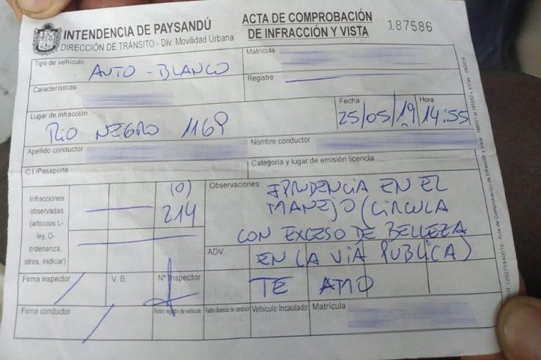 """Uma mulher foi multada por """"excesso de beleza"""" no Uruguai?"""