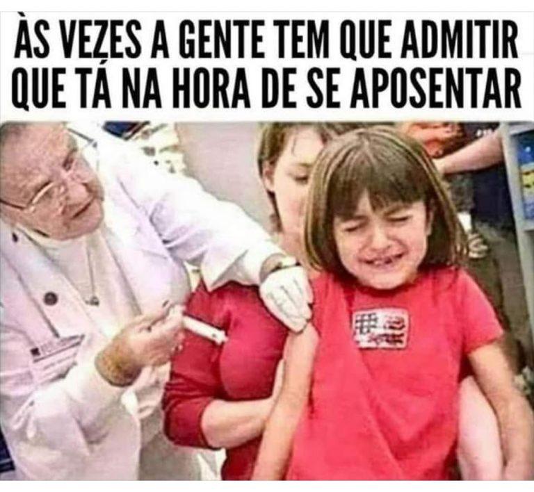 Idosa aplica injeção no seio da mãe de uma criança por engano! Será verdade?