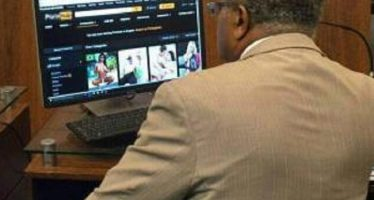 Vereador do PT estaria acessando um site pornô na Câmara! Será verdade? (foto: Reprodução/Facebook)