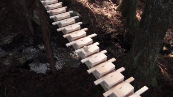Xilofone de madeira! Será verdade? (foto: Reprodução/Facebook)